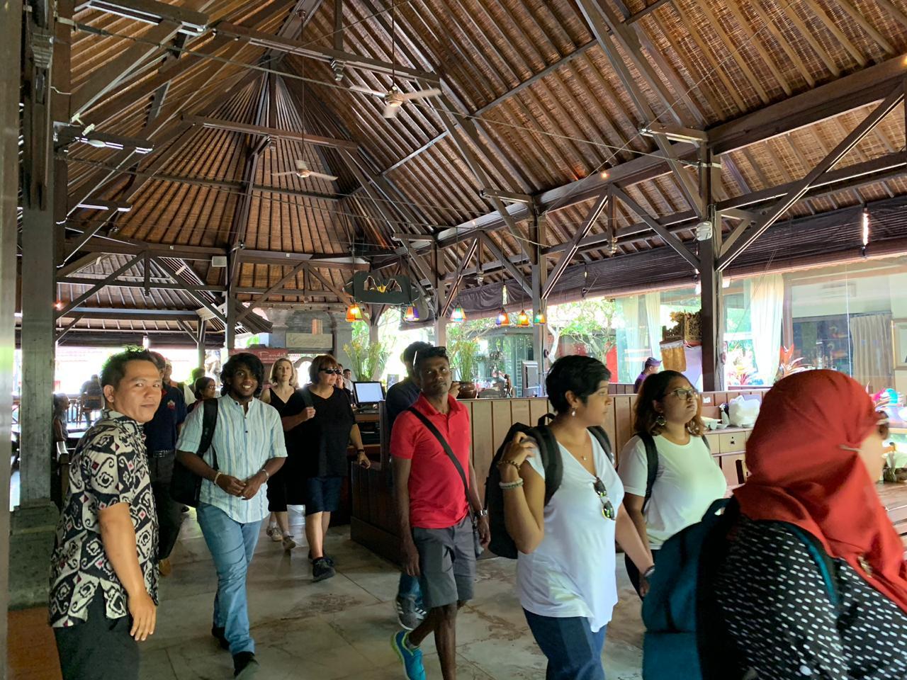 Grup Panorama Makan Siang di Bebek Bengil Ubud